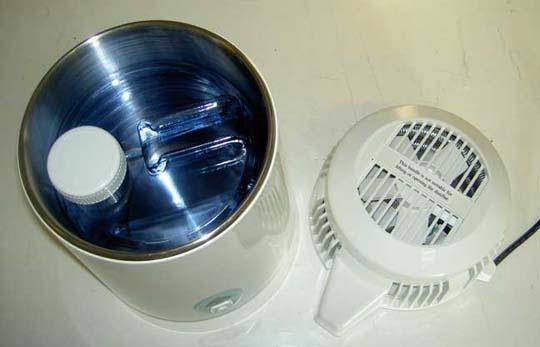 Genom att uppsamlingskärlet passar inuti kokkärlet så är destillationsappareten lätt